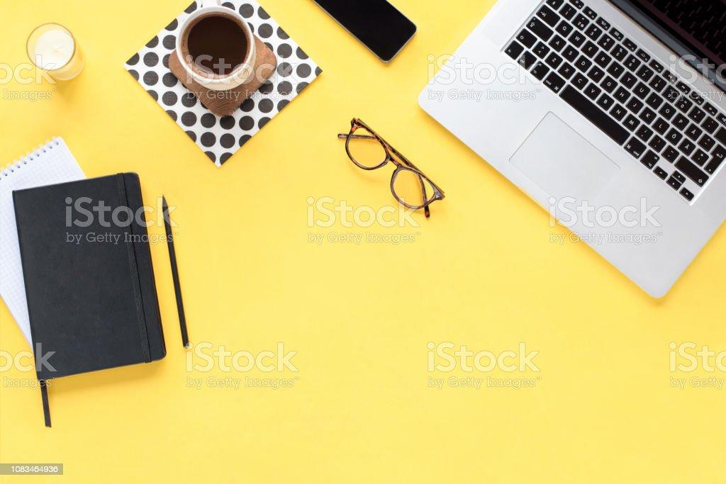 Homeoffice Schreibtisch Arbeitsbereich Mit Computer Telefon ...