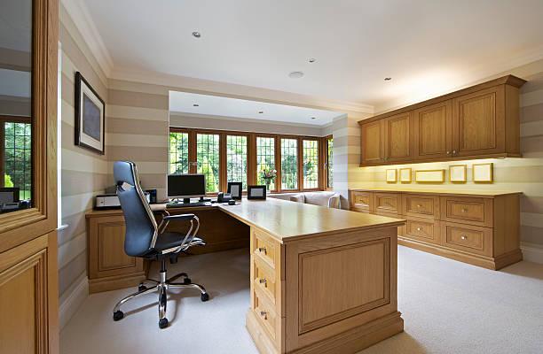 home office in heller eiche - arbeitszimmer möbel stock-fotos und bilder