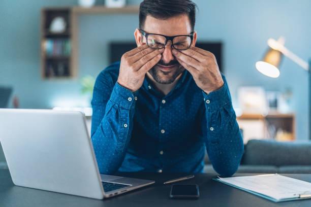 home office - frustration stock-fotos und bilder