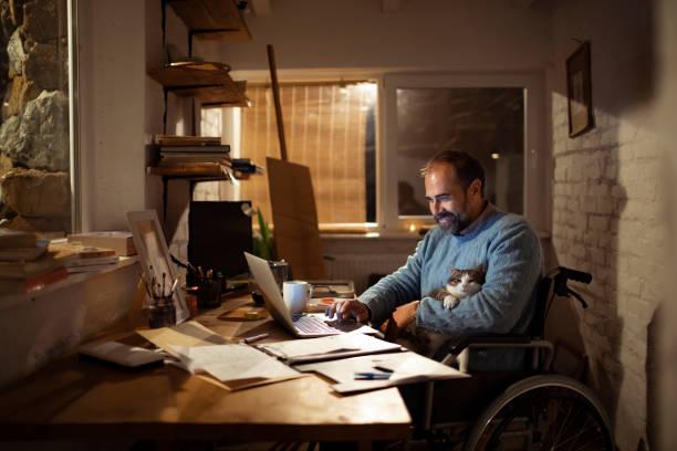 Home office picture id1198767401?b=1&k=6&m=1198767401&s=612x612&w=0&h=cwdij0bfv0w9hkh41pmi961o5cfbtelriqubiqr e0w=