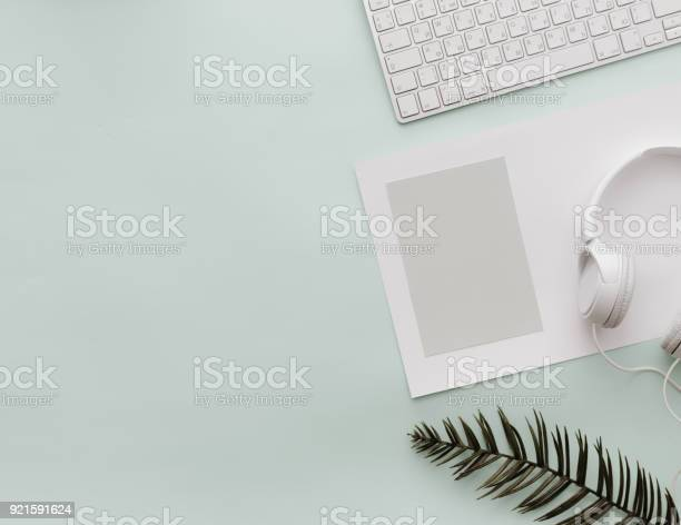 Home pastel office desktop with keyboard empty blank and headphones n picture id921591624?b=1&k=6&m=921591624&s=612x612&h=khwfz7q0aubvau3o58cdcpphlueg8i9tqq cbwtzyqi=