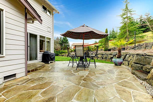 Home patio mit Blick auf die wunderschöne Landschaft – Foto