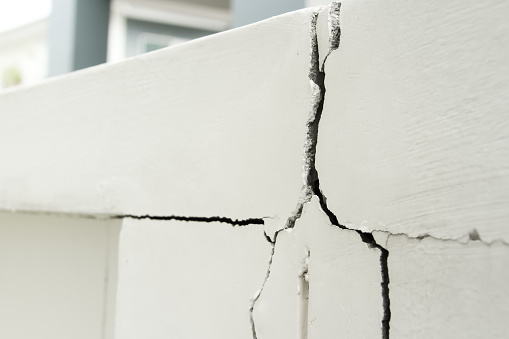 Home problem, building problem wall cracked need to repair hurry up