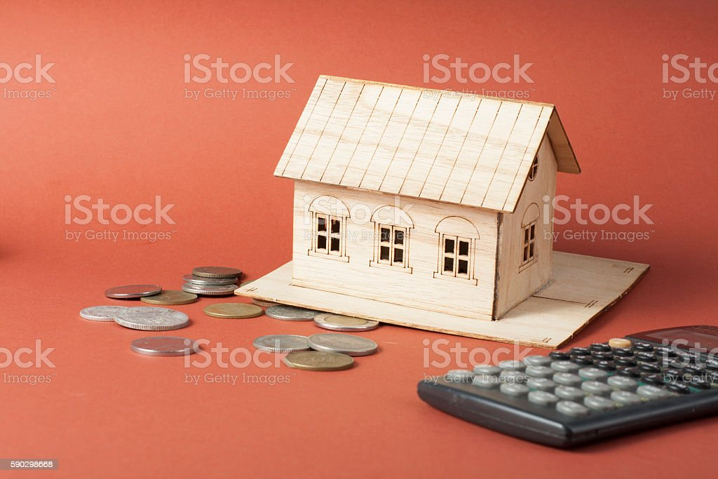 Home savings, budget concept. Model house, notepad, pen, calculator and Стоковые фото Стоковая фотография