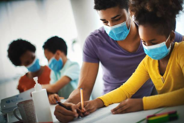 Heimschule während der Coronavirus-Quarantäne. – Foto