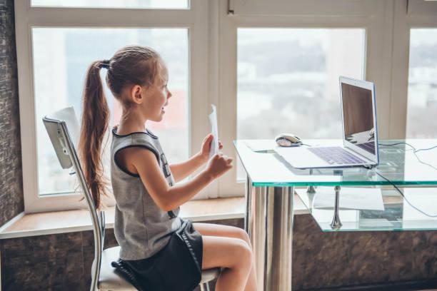 home schooling. - telecomando foto e immagini stock