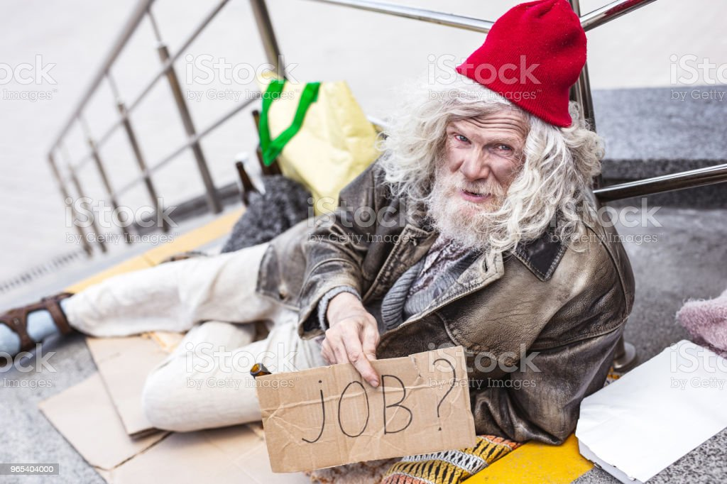 Homeless aged man searching for a job zbiór zdjęć royalty-free