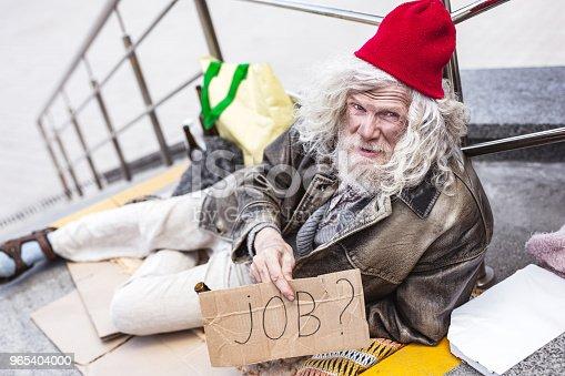 Homeless Aged Man Searching For A Job - Stockowe zdjęcia i więcej obrazów Baby boomer