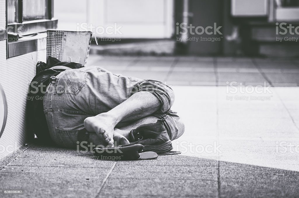Homeless man sleep on the street – Foto