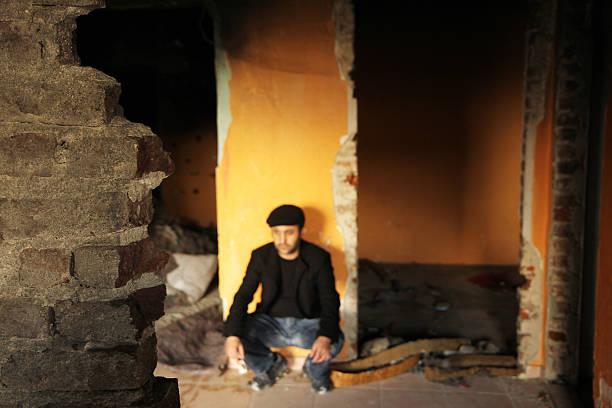 homeless man thoughtful - kurdische sprache stock-fotos und bilder