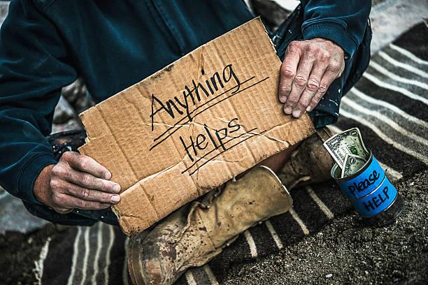 homeless man with money tin begging for money - sin techo fotografías e imágenes de stock