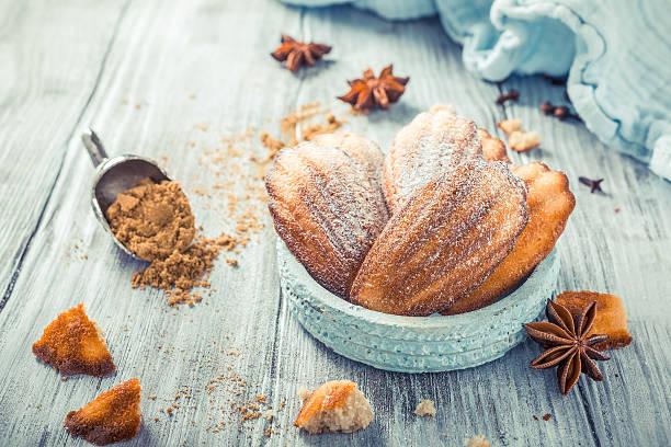 homemade anise cookies madeleine - französisches haus dekor stock-fotos und bilder