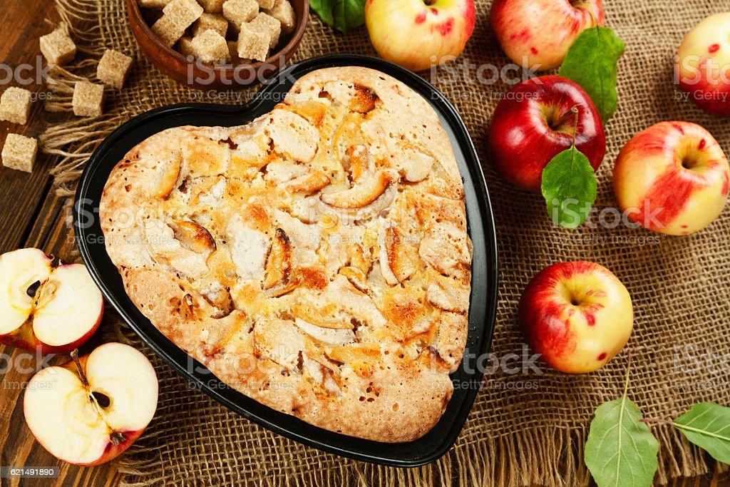 Tarte aux pommes maison. photo libre de droits