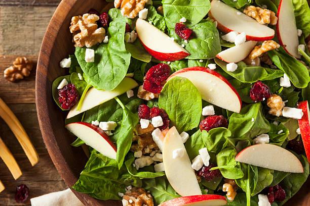 homemade autumn apple walnut spinach salad - comida cruda fotografías e imágenes de stock