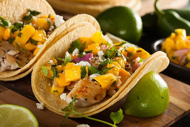 tacos di pesce preparati baja - taco foto e immagini stock