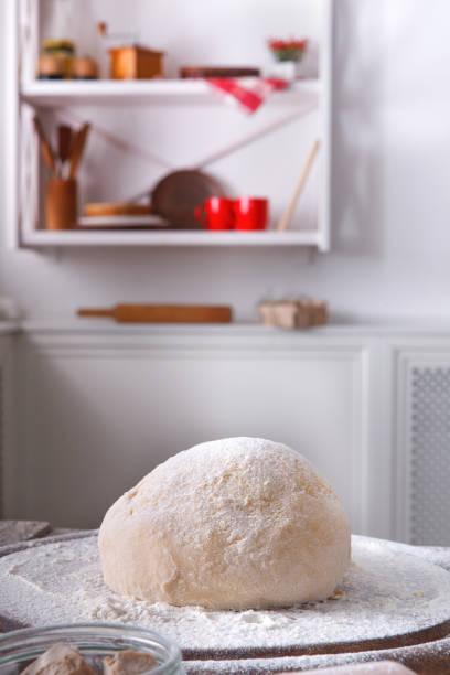 hausgemachte backwaren, nahaufnahme der rohteig - low carb kekse stock-fotos und bilder