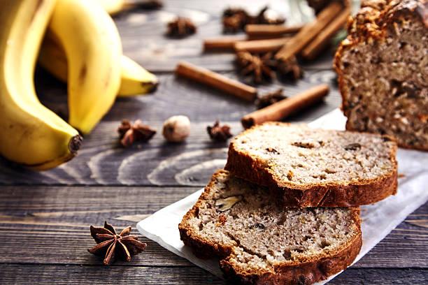 homemade banana bread with walnuts - gebackene banane stock-fotos und bilder