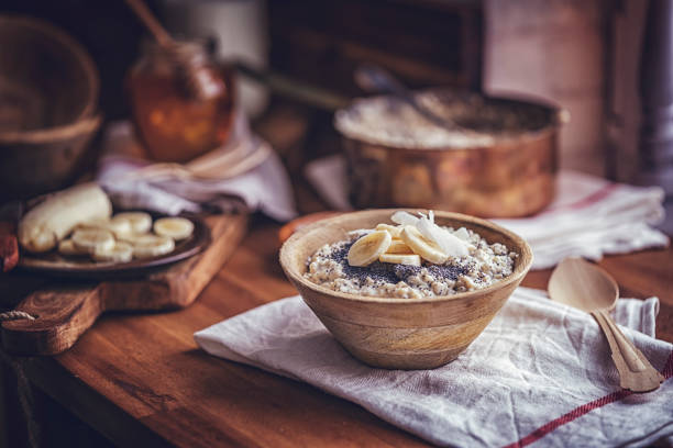 homemade banana coconut porridge with poppy seeds - porridge foto e immagini stock
