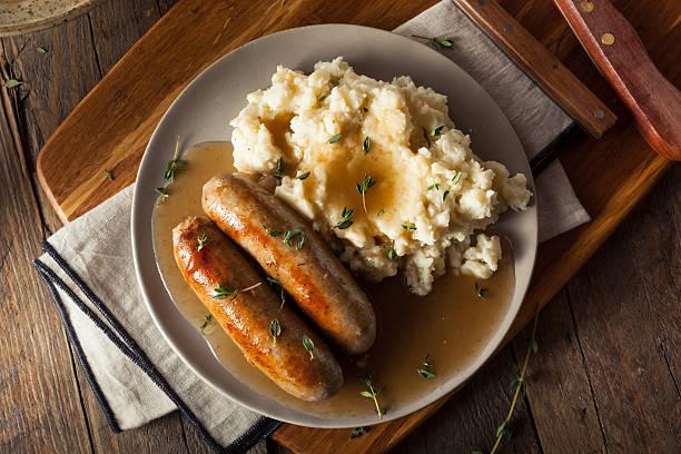 수제 소시지와 으깬 감자 - 으깨기 뉴스 사진 이미지