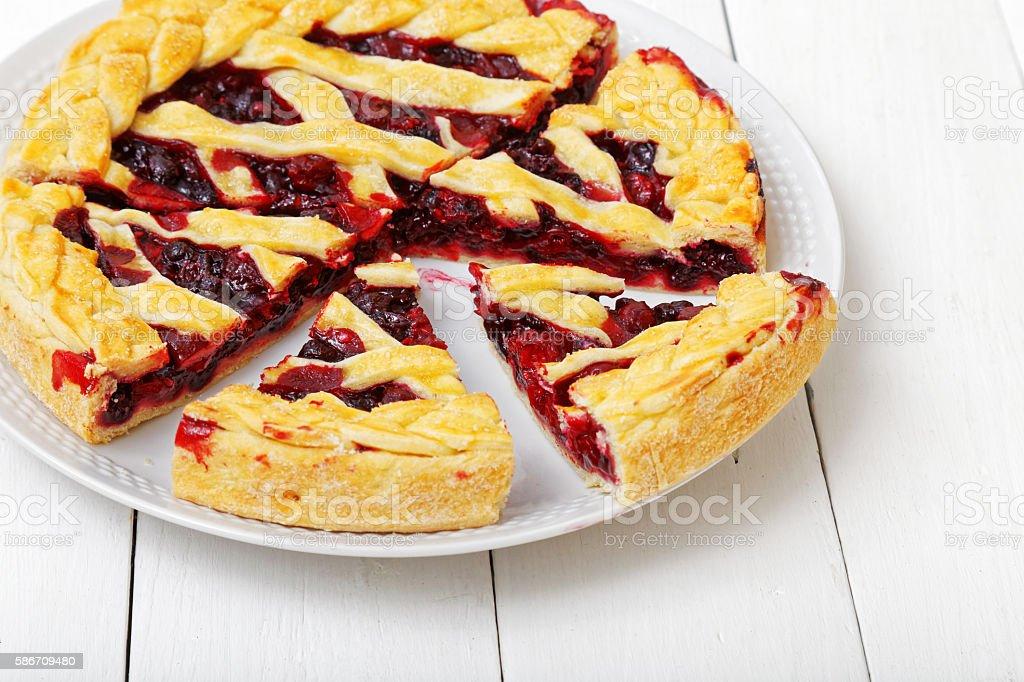Homemade berry pie with cherries and raspberries – Foto