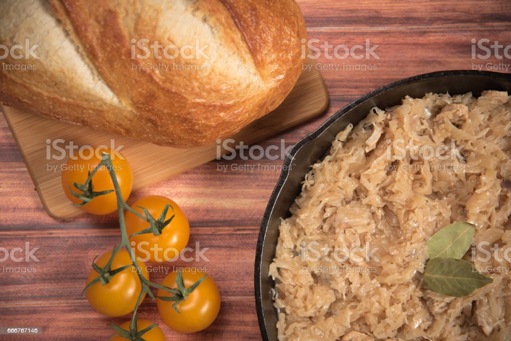 homemade braised sauerkraut in a frying pan on a wooden background foto stock royalty-free