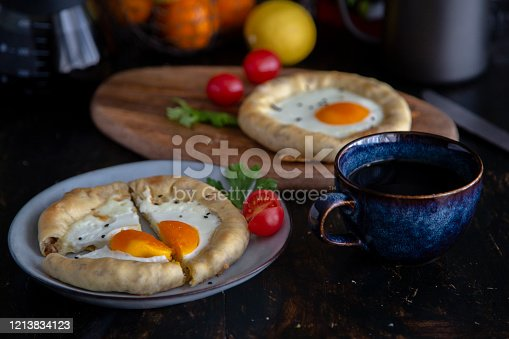 homemade breakfast:savory egg mini pizza