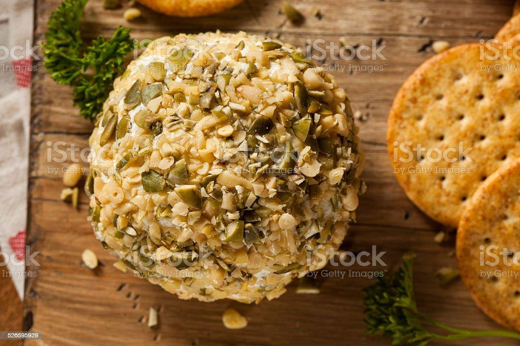 Cheeseball caseiro com nozes - foto de acervo