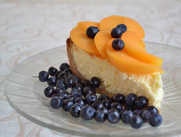 homemade cheesecake with apricot slices and blueberry. - marinekuchen stock-fotos und bilder