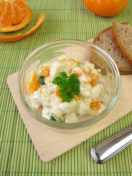 hausgemachte hähnchen-salat mit ananas und mandarine - ananas huhn salate stock-fotos und bilder