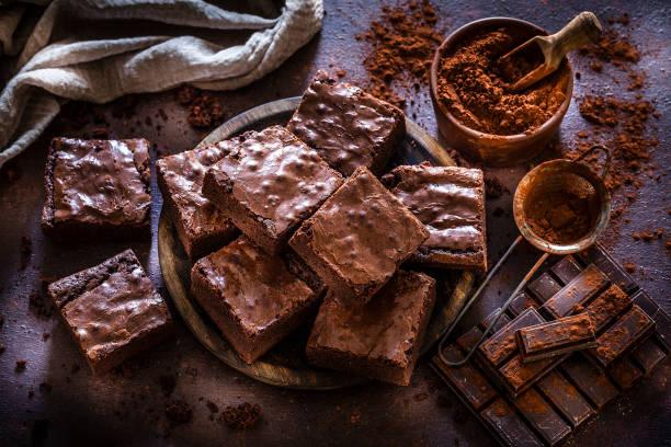 Hausgemachte Schokoladen-Brownies von oben – Foto