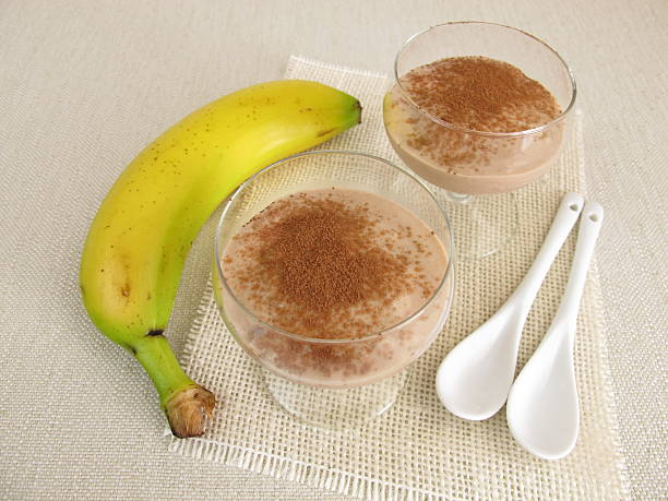 homemade chocolate ice cream dessert with frozen bananas and cocoa - bananeneis stock-fotos und bilder