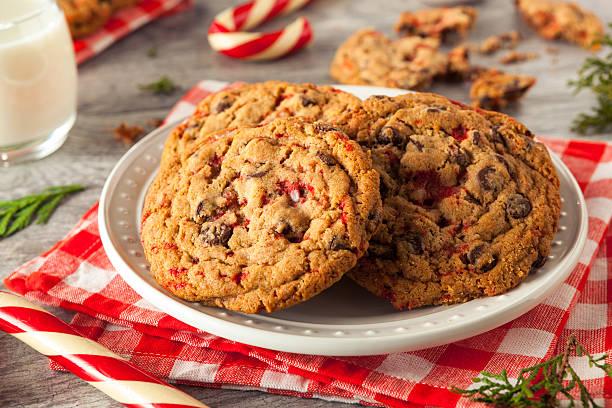 hausgemachte schokolade und pfefferminz-cookies - pfefferminzschokolade stock-fotos und bilder