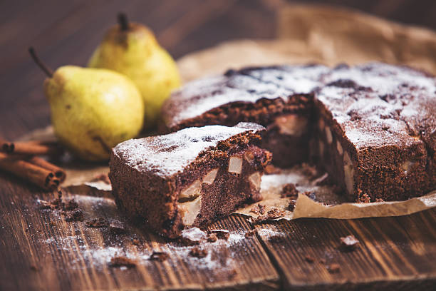 homemade chocolate pie with pears and cinnamon - birnenkuchen stock-fotos und bilder