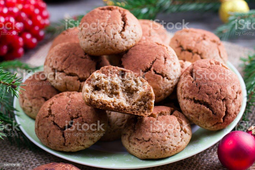 Weihnachtsplätzchen Mit Schokolade.Hausgemachte Schokolade Weihnachtsplätzchen Mit Rissen Stockfoto Und