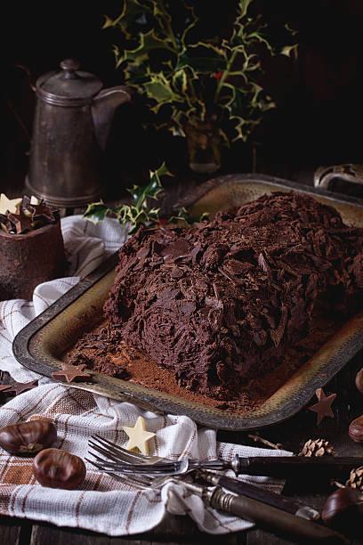 hausgemachte weihnachten schokolade julblock - weihnachten de stock-fotos und bilder