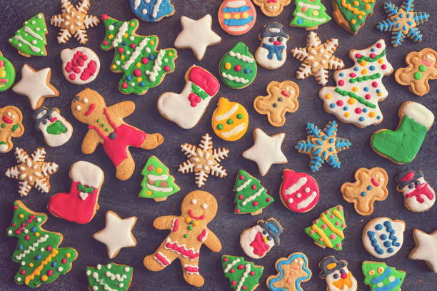 homemade christmas gingerbread cookies - christmas cookies stock pictures, royalty-free photos & images