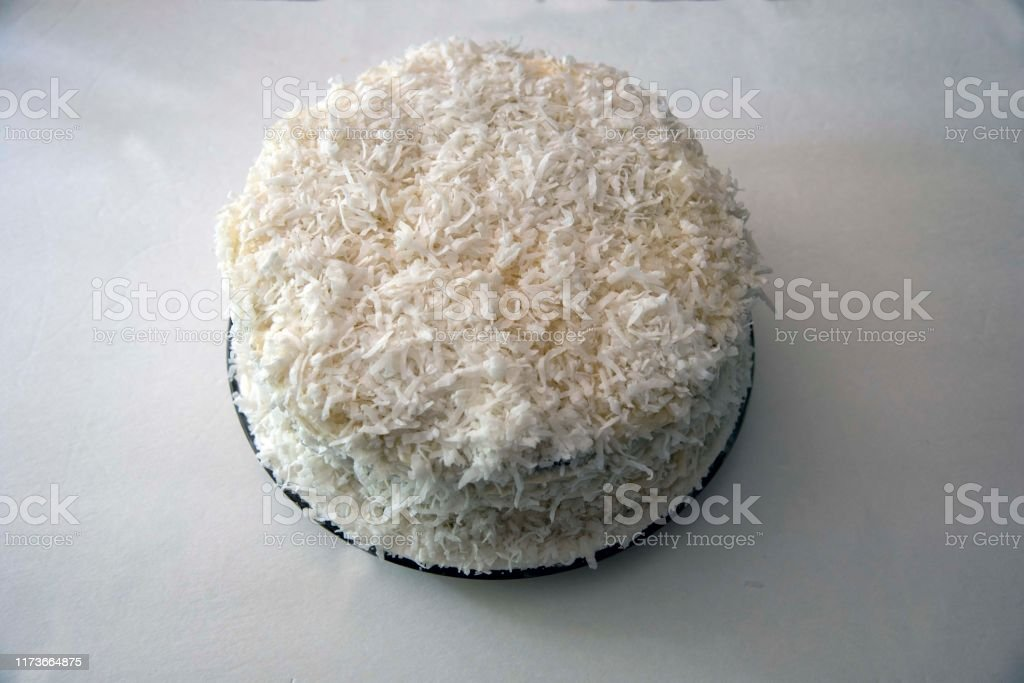 Homemade Coconut Cake - Foto stock royalty-free di Cibi e bevande