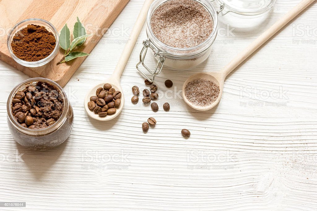 homemade coffee-sugar scrub top view wooden background photo libre de droits