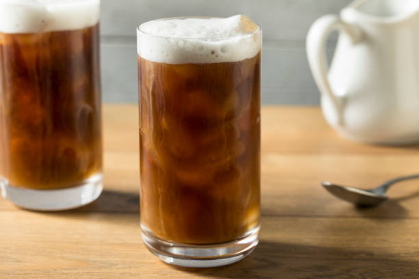 homemade cold brew coffee - azoto foto e immagini stock