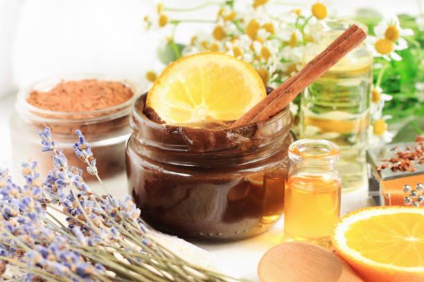 fonte de produtos cosméticos caseiros de vitaminas para o tratamento de pele e beleza. - fenômeno natural - fotografias e filmes do acervo