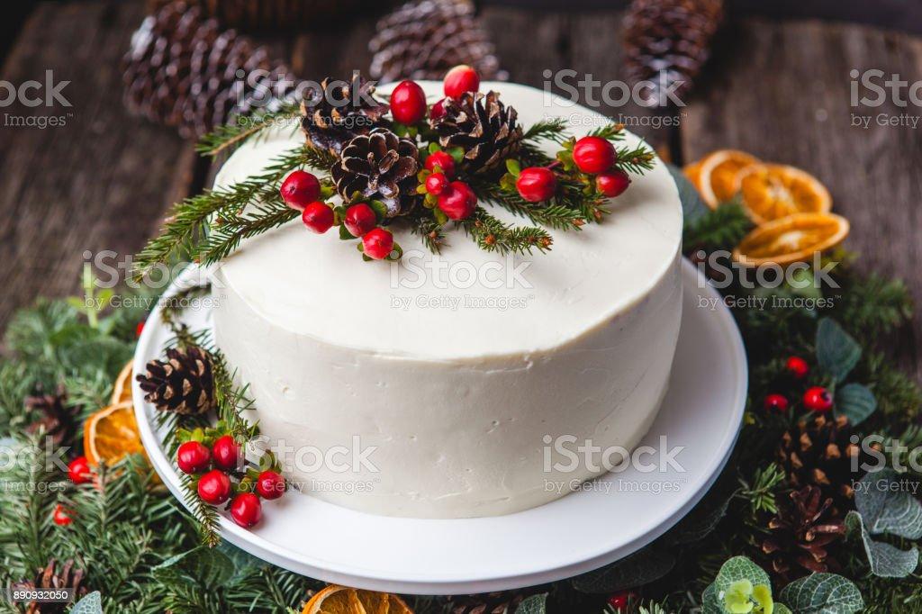 Hausgemachte Creme Kuchen Zapfen Beeren Dekor Weihnachten