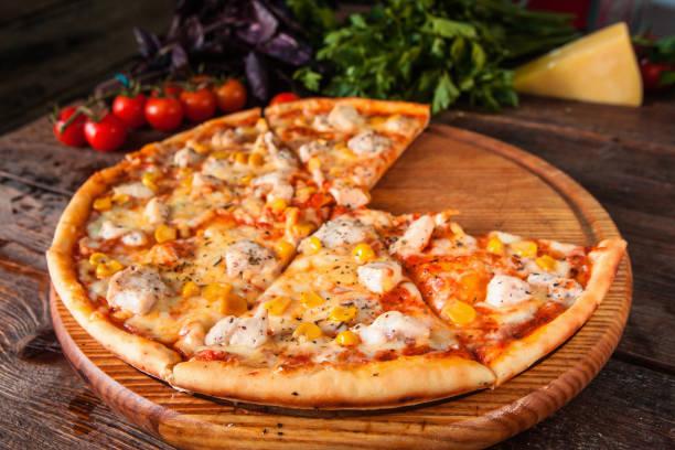 Hausgemachte leckere italienische Pizza. Fast-Food. – Foto