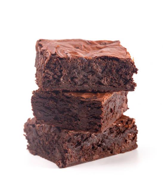 hemlagad dubbel choklad brownies isolerad på en vit bakgrund - brownie bildbanksfoton och bilder