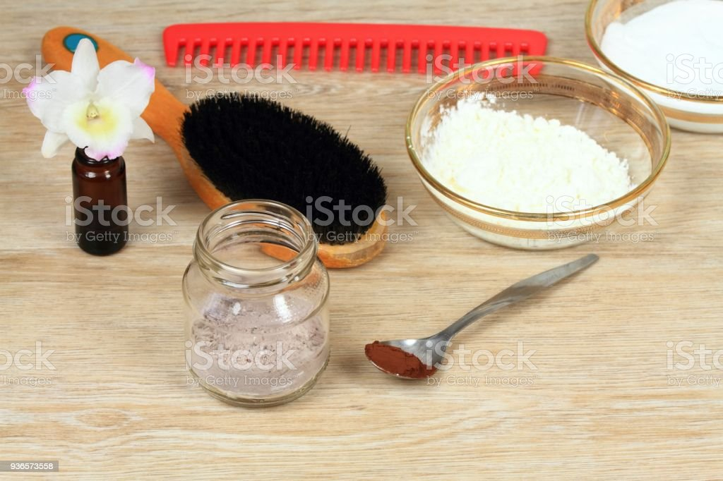 Homemade dry shampoo in a glass jar - Foto stock royalty-free di Accudire