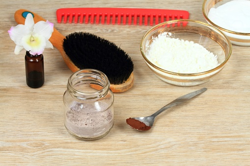 Homemade Dry Shampoo In A Glass Jar - Fotografie stock e altre immagini di Accudire