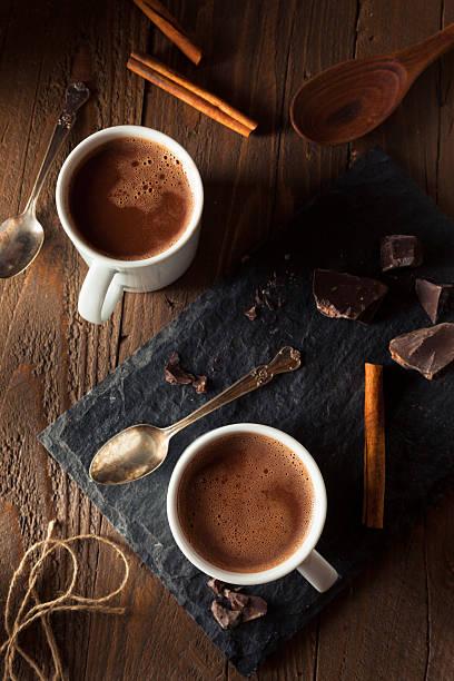 hausgemachte europäischen trinkschokolade - kaffee protein shakes stock-fotos und bilder