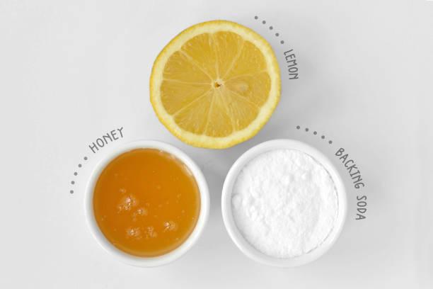 Mascarilla casera de jugo de limón, miel y bicarbonato de sodio - foto de stock