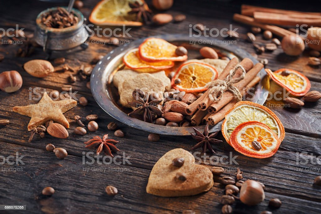 Homemade gingerbread cookies, spices and decorations royalty free stockfoto