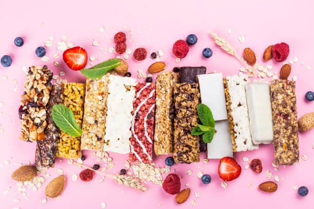zelfgemaakte muesli graan repen - snack stockfoto's en -beelden