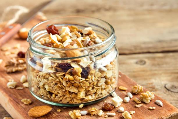 homemade granola - granola imagens e fotografias de stock